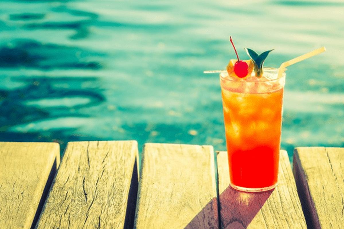 Καλοκαίρι και αλκοόλ. Τι πρέπει να προσέξουμε!